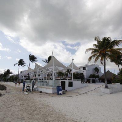 ALISTAN APERTURA DE UN BAR EN MEDIO DE LA PLAYA: Pese a las denuncias, nada detuvo la construcción de proyecto en  la franja federal de Villa Pescadores en Cancún