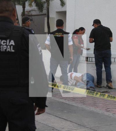 Hallan cadáver de un hombre frente a la CFE en la SM 64 de Cancún