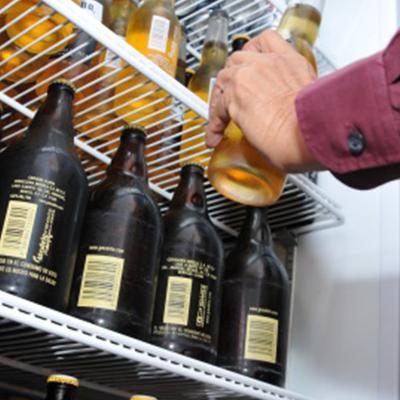 Prohibir venta de alcohol los domingos fomentará clandestinaje, dice director de Fiscalización