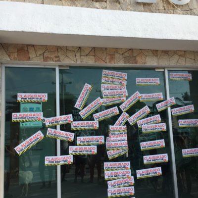 MARCHA 'SALVA A TULUM': Ciudadanos descontentos clausuran de manera simbólica las oficinas del Ayuntamiento de Tulum