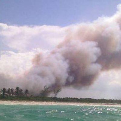 Monitorean incendio en la costa de Chiquilá