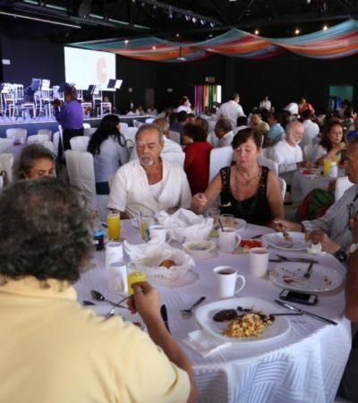 Pioneros de Cancún realizan tradicional desayuno por aniversario de Cancún