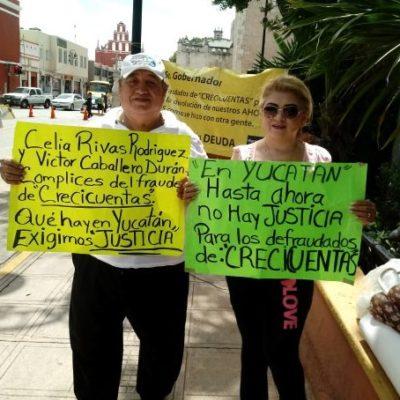 Protestan nuevamente frente al Palacio de Gobierno de Yucatán por el fraude del Sistema Crecicuentas