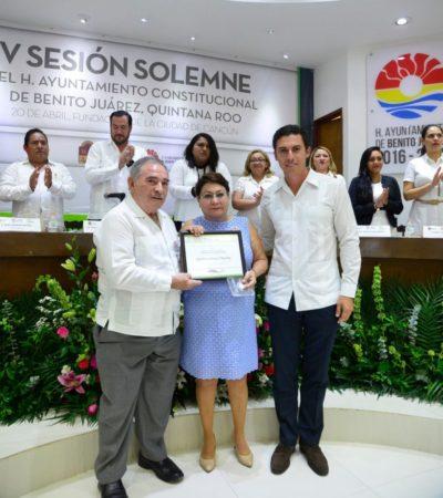 Entregan la medalla al mérito ciudadano 'Sigfrido Paz Paredes' a la empresa Grupo Lomas Travel