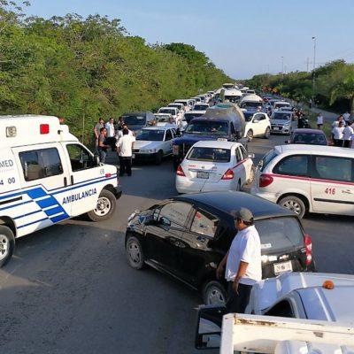 Bloquean 150 taxistas acceso al Parque Nacional Tulum