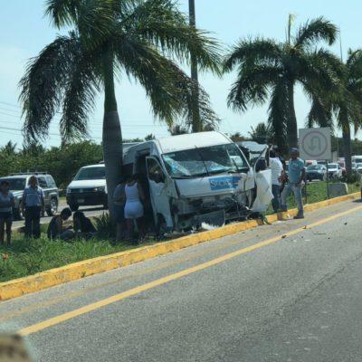 ACCIDENTE CON TURISTAS EN LA CARRETERA: Chocan dos unidades cerca del hotel Vidanta en el tramo Playa-Puerto Morelos