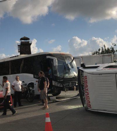 VUELCA COMBI CON SOBRECUPO EN CANCÚN: Saldo de 22 heridos el Distribuidor Vial