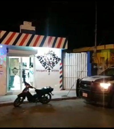 YA NI LA BURLA PERDONAN: Exigen pago de 'derecho de piso' a una peluquería frente a la Fiscalía en Cozumel