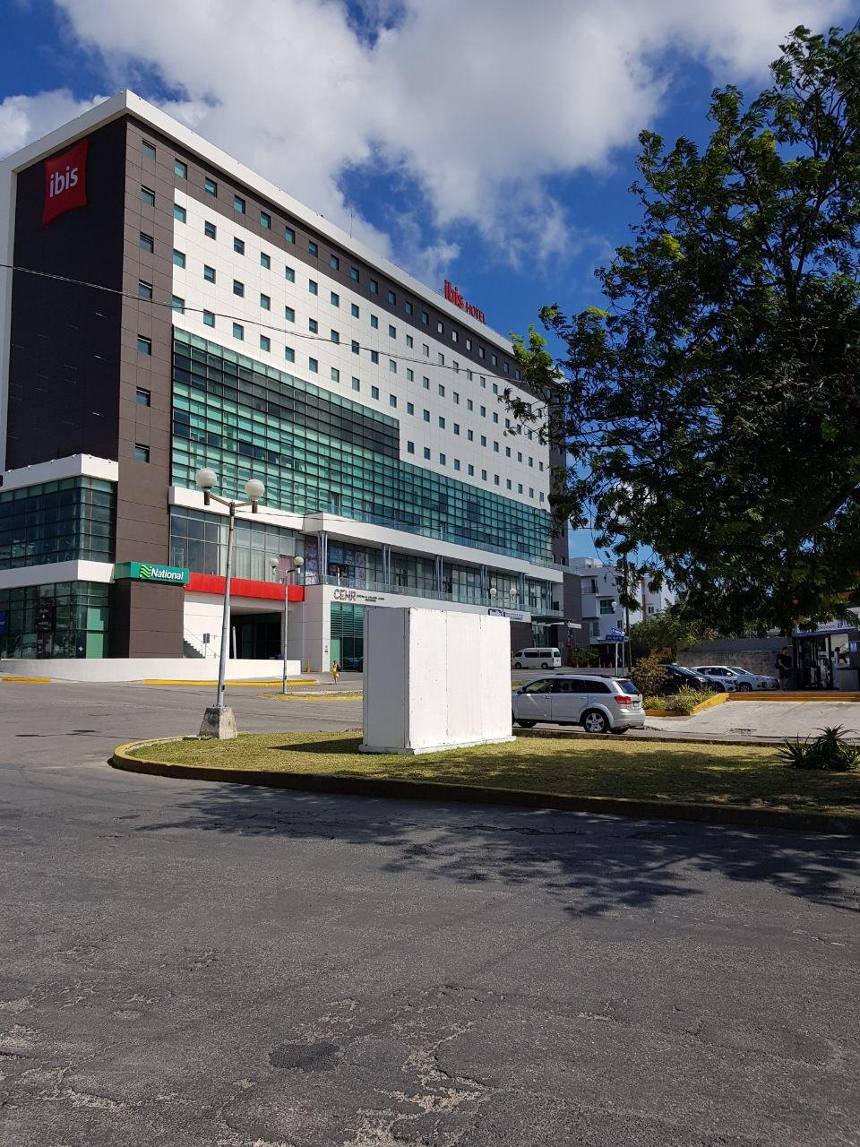 Empresarios piden al INE y al Ayuntamiento eliminar permisos de mamparas en la vía pública de Cancún