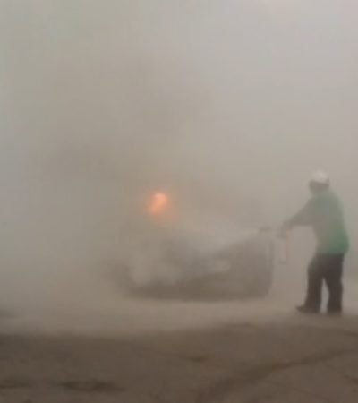 Se incendia auto en tianguis de Corales