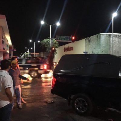 Ejecutan a balazos a un hombre en bar de Playa del Carmen; una mujer, herida