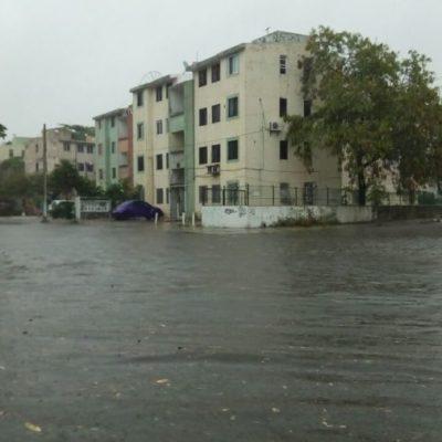 Cancún se anega en varias zonas por lluvias