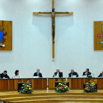 Frente a obispos del país, Meade promete combatir la pobreza extrema y la desigualdad de México