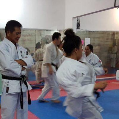 El Chijan Koichi Choda Watanabe ayuda a karatecas cancunenses para perfeccionar técnica de combate