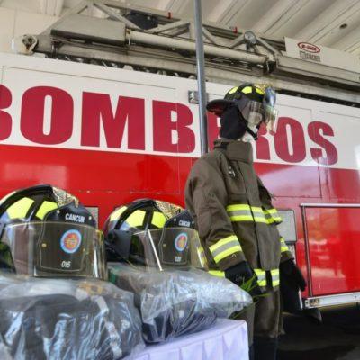 En los 42 años de la Estación Central de Bomberos, se renovó su equipo de seguridad