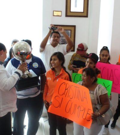 Manifestantes, proyectos, concesiones y renuncias en las últimas sesiones de Cabildo de Cristina Torres en Playa