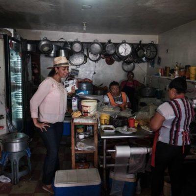 Tras recorrer el tianguis de la Región 100, Marybel Villegas se compromete a analizar las causas que han provocado la violencia en Cancún