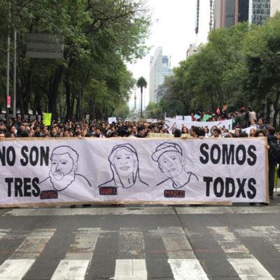 Marchan en el Paseo de la Reforma por estudiantes asesinados en Jalisco