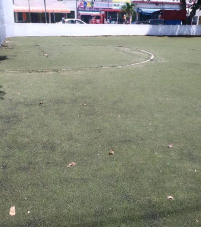 Instalaciones deportivas en abandono a unos cuantos pasos del recién remodelado palacio municipal de Tulum