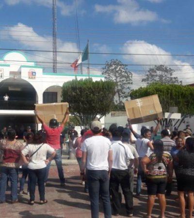 PROTESTA EN JOSÉ MARÍA MORELOS: Demanda de aguinaldo no pagado termina en ajuste de cuentas entre la candidata Rossana Romero Ávila y el edil Baladez Chi
