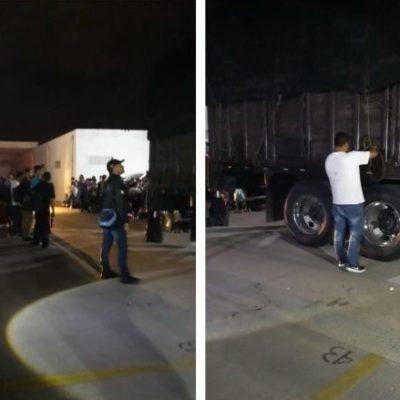 Rescatan a 131 centroamericanos indocumentados en un trailer en la carretera Villahermosa-Cárdenas