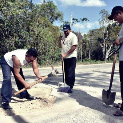 Taxistas de Felipe Carrillo Puerto bachean tramo carretero ante incompetencia de la autoridad