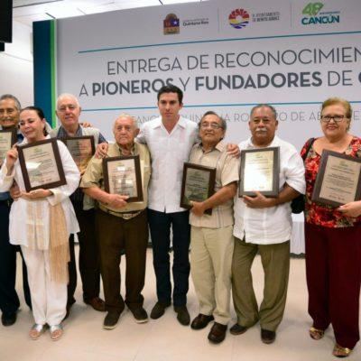 Reconocen a pioneros y fundadores del municipio de Benito Juárez