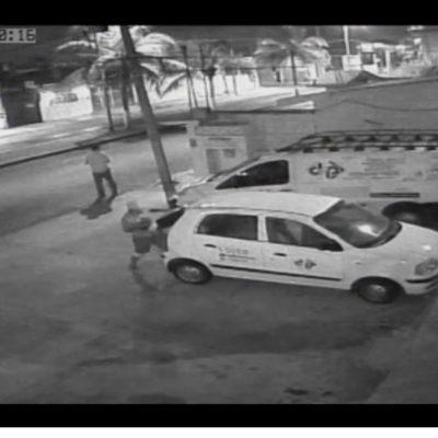 Captan en video robo de un auto en el centro de Cozumel
