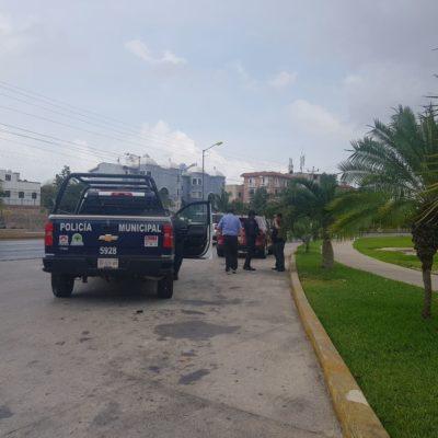 Se roban automóvil a punta de pistola en el cruce de las avenidas Bonampak con Uxmal en Cancún