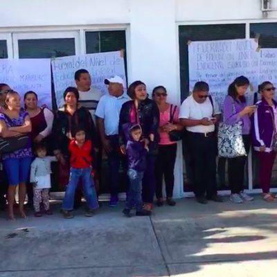 Protestan maestros cesados por negarse a la evaluación docente en Felipe Carrillo Puerto