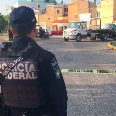 MIÉRCOLES DE HORROR EN CANCÚN: Hallan vehículo con cinco cuerpos humanos frente a estadio de futbol de la Avenida Kabah