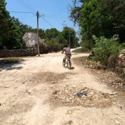 Moradores exigen reparación de calles en Tihosuco