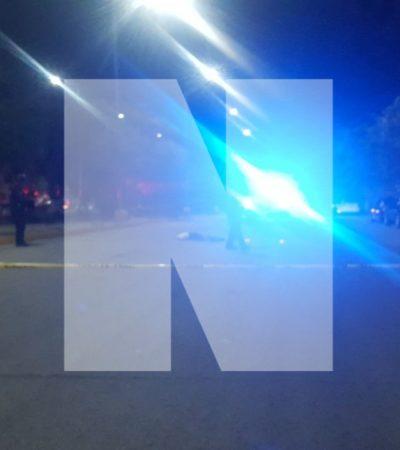 Hallan a hombre muerto en mitad de Avenida Pavo Real de Playa; versión de que se le cayó a unos policías de una patrulla