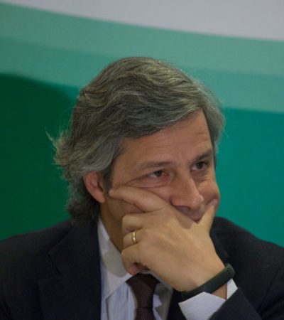 López Obrador acusa al empresario Claudio X. González de ser quien está detrás del espot donde niños imitan a los aspirantes presidenciales para defender la Reforma Educativa