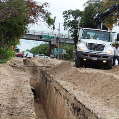 Padres de familia se quejan por obra de Aguakan en zona escolar en la Avenida 38