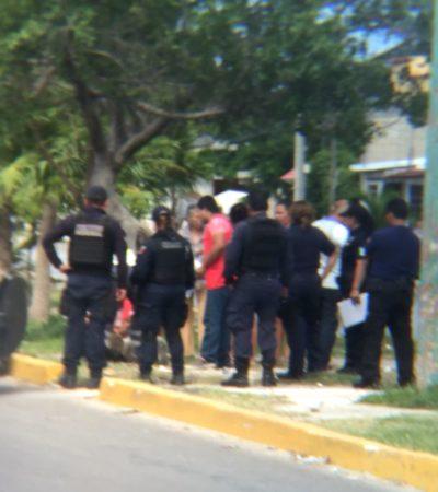 Balean a vendedor de periódicos en la avenida Niños Héroes con Torcasita en la Región 233 de Cancún