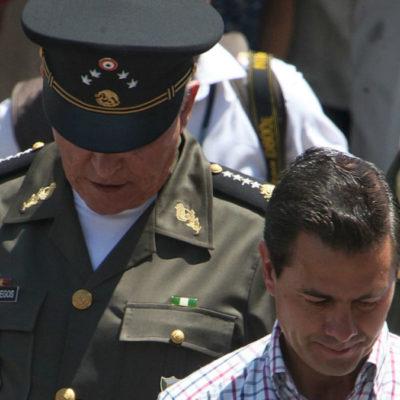 """""""¿LES HA QUEDADO GRANDE EL CARGO?"""": Madre de militar desaparecido cuestiona a Salvador Cienfuegos y a Peña Nieto"""