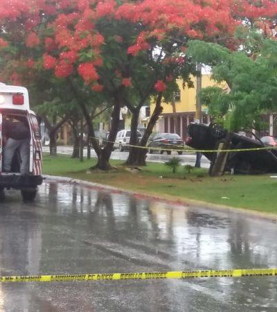 PERSECUCIÓN A BALAZOS TERMINA CON AUTO VOLCADO: Disparan en la cabeza a conductor que viajaba con su familia sobre la avenida Kohunlich en la SM 50 de Cancún