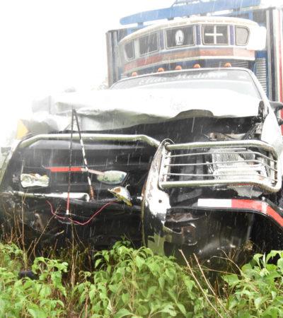 CARRETERAZO EN LA 'CURVA DEL DIABLO': Dos muertos y dos heridos al chocar auto contra camioneta en José María Morelos