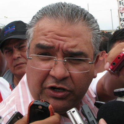 Rompeolas: Más sobre el 'servidor público' David Romero