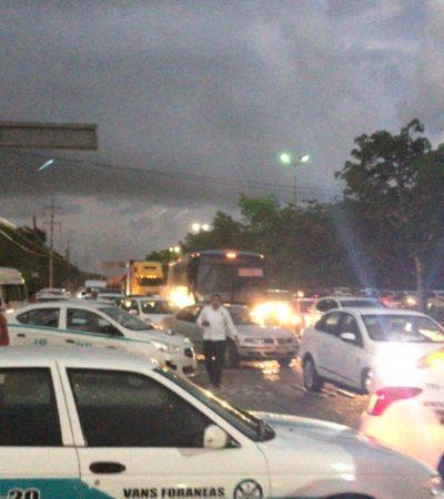 ESTALLAN PROTESTAS DE TAXISTAS POR LEY DE MOVILIDAD: Bloquean carreteras y Zona Hotelera en Playa del Carmen y Cancún en rechazo a la entrada de Uber y otras plataformas digitales de transporte a Quintana Roo; sindicatos se deslindan