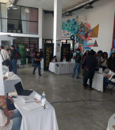¡SALARIOS DE 50 MIL PESOS!: Jóvenes participantes en la Feria de Reclutamiento de Tecnologías de la Información sacan jugo a sus conocimientos en programación