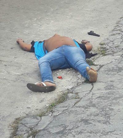 POLICÍAS MINISTERIALES ALTERARON ESCENA DEL CRIMEN: Tras ser abatido a balazos en la SM 30 de Cancún, colocan arma junto al cuerpo de un hombre tirado en plena avenida La Costa