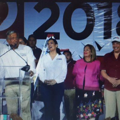 ARROPA A OBRADOR LA MAFIA DEL PODER CARIBEÑA: López Obrador ni suda ni se acongoja al ser abrazados porel 'felixismo-borgismo' en mitin en Playa del Carmen