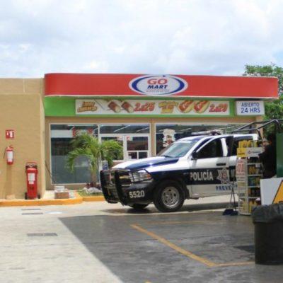 Hieren de bala a empleada de gasolinera para robarle, en la Región 99