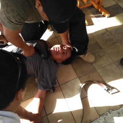 Amarran a presunto ladrón en Plaza Emprendedor de Cancún