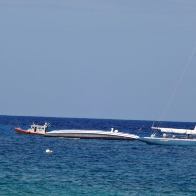 Se hunde catamarán en zona hotelera sur de Cozumel