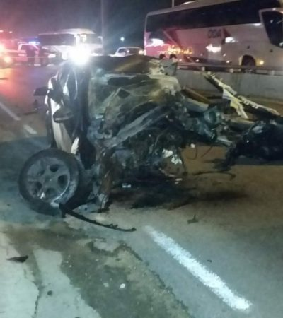 APARATOSO ACCIDENTE EN BONFIL: Un hombre muere al quedar destrozado un auto compacto en la salida al aeropuerto de Cancún