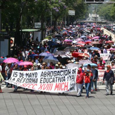 Llamará CNTE a nuevo paro indefinido si la Segob no restablece el diálogo con la Mesa Única de Negociación, advierten docentes de la Coordinadora mientras marchan en la Ciudad de México