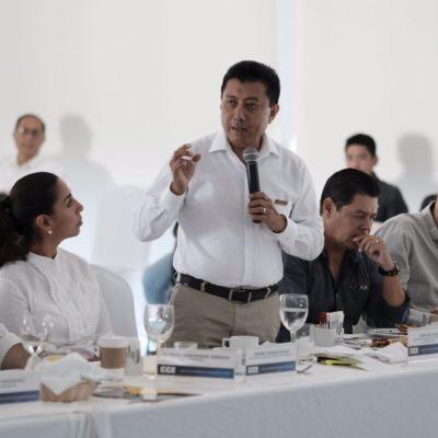 Jesús Pool recibe pliego petitorio del empresariado de Cancún y se compromete a cumplirlo